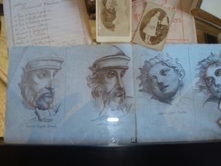 7  vitrine dessins au fusain comp