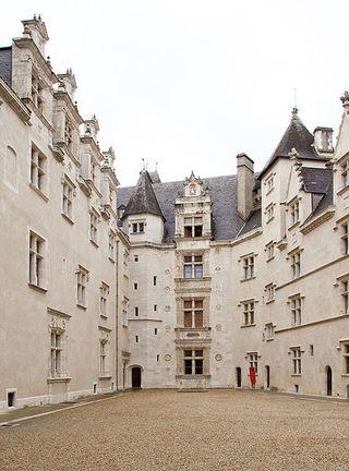 Chateau de Pau cour intérieure
