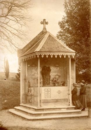 Chapelle 3 photo Lannes pavillon toiture restaurée 1889 intérieur 1913 carreaux porcelaine Lucienne Pujos comp