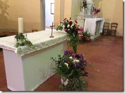 Eglise 1 autel fleuri