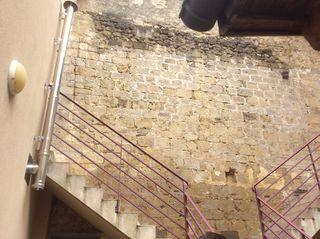 Maison abbée hauteur muraille