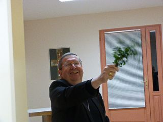 Mgr Gardès bénédiction presbytère rénové